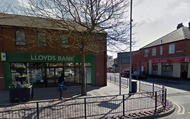 Photo of Lloyds branches across Gedling borough at risk as bank announces 200 are to close
