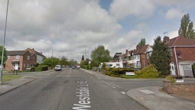 Photo of Police appeal for witnesses after knifepoint robbery in Carlton