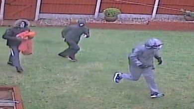 Photo of VIDEO: Watch shocking CCTV footage of men smashing way into house in Gedling