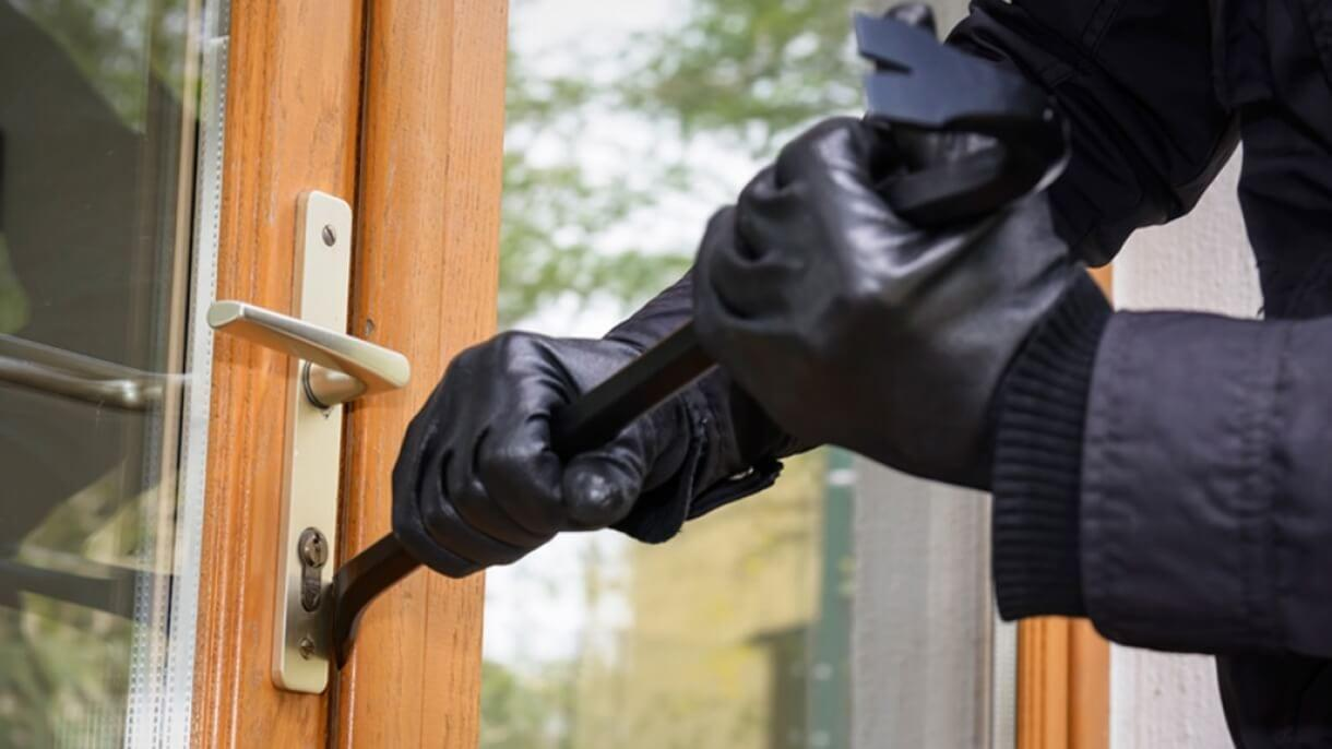 Vehicles and properties targeted by thieves in Burton Joyce and Porchester areas