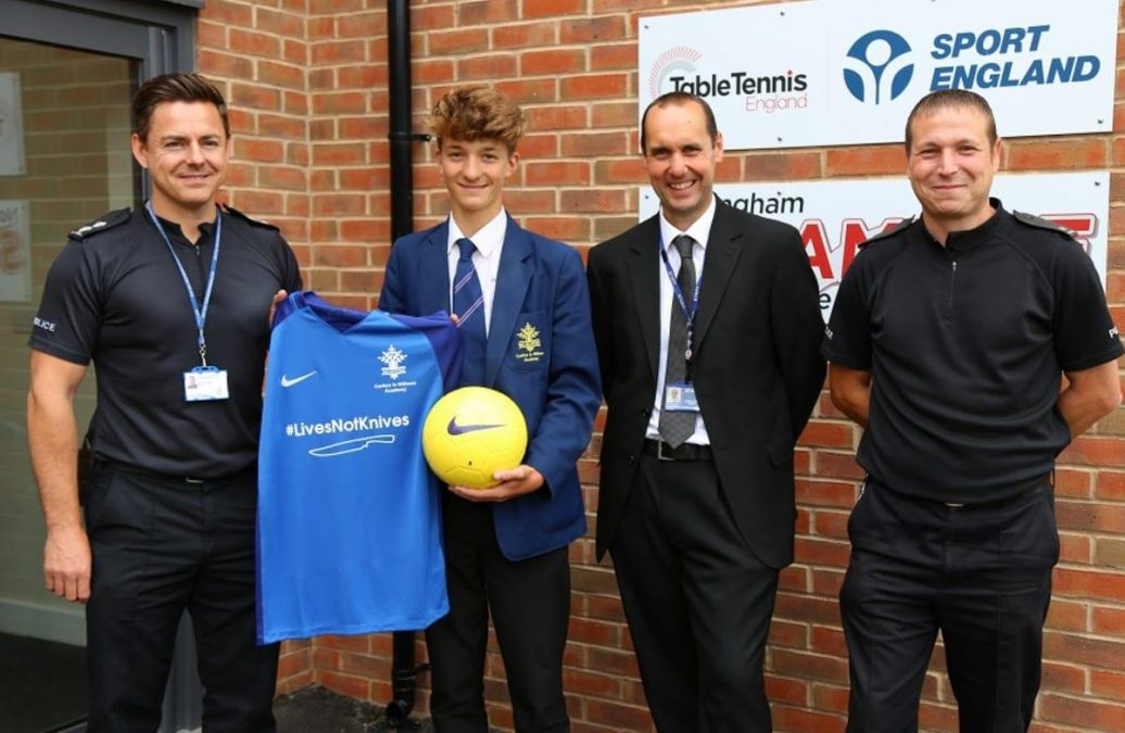 School football team in Gedling shows support for police #livesnotknives campaign