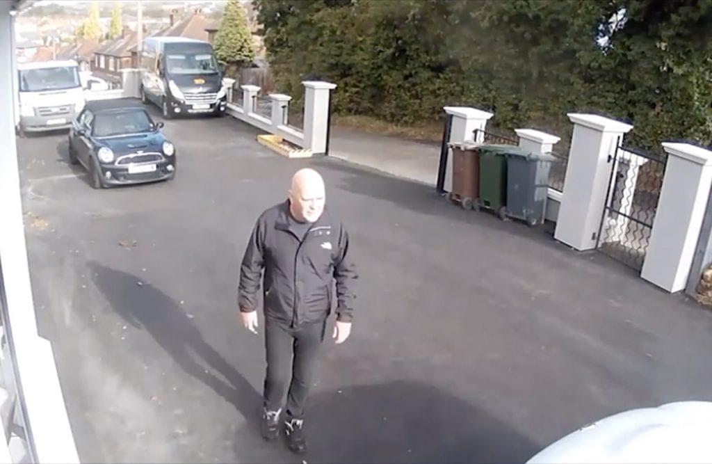 https://www.gedlingeye.co.uk/wp-content/uploads/2018/11/Carlton-theft-CCTV-1024x667.jpg