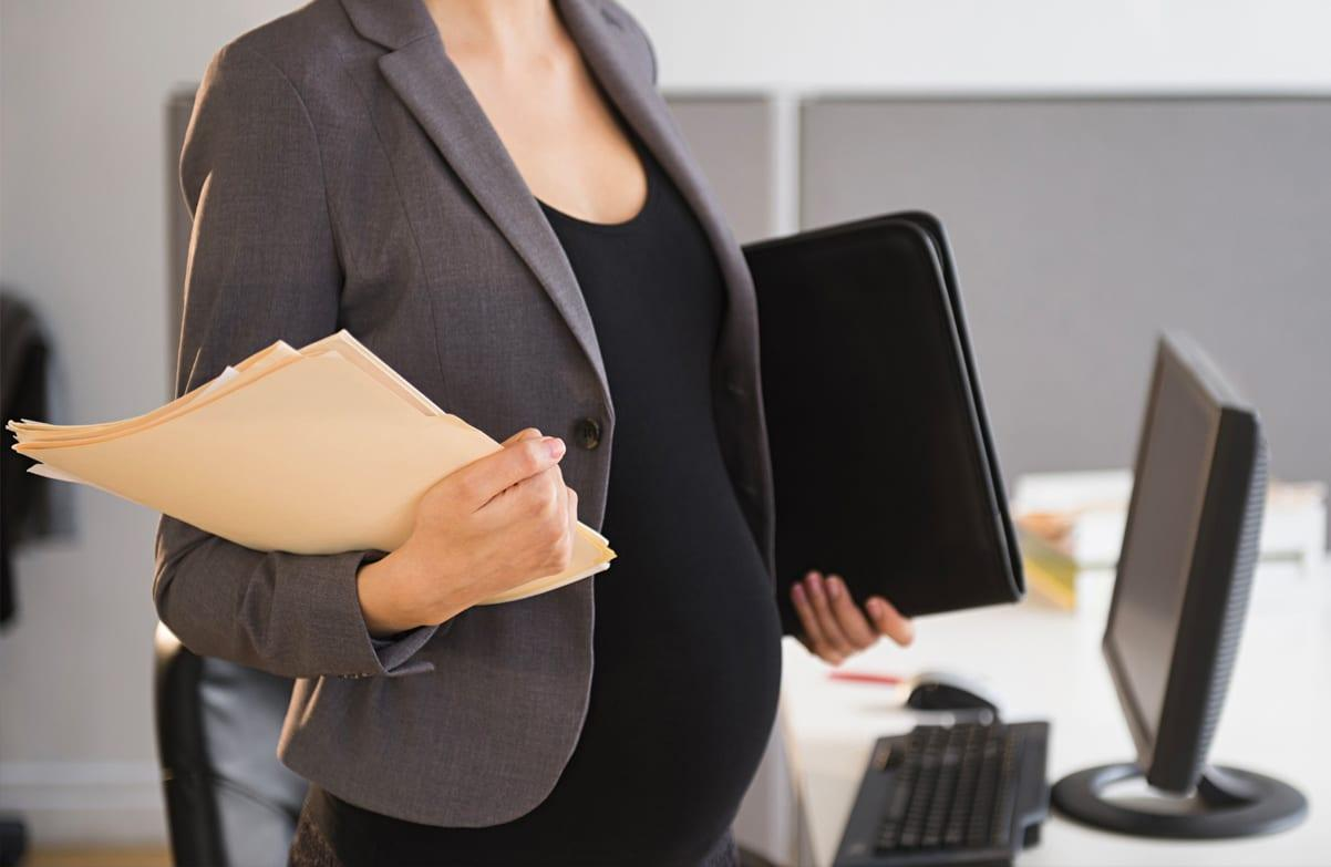 https://www.gedlingeye.co.uk/wp-content/uploads/2019/01/Pregnant-woman-workplace.jpg