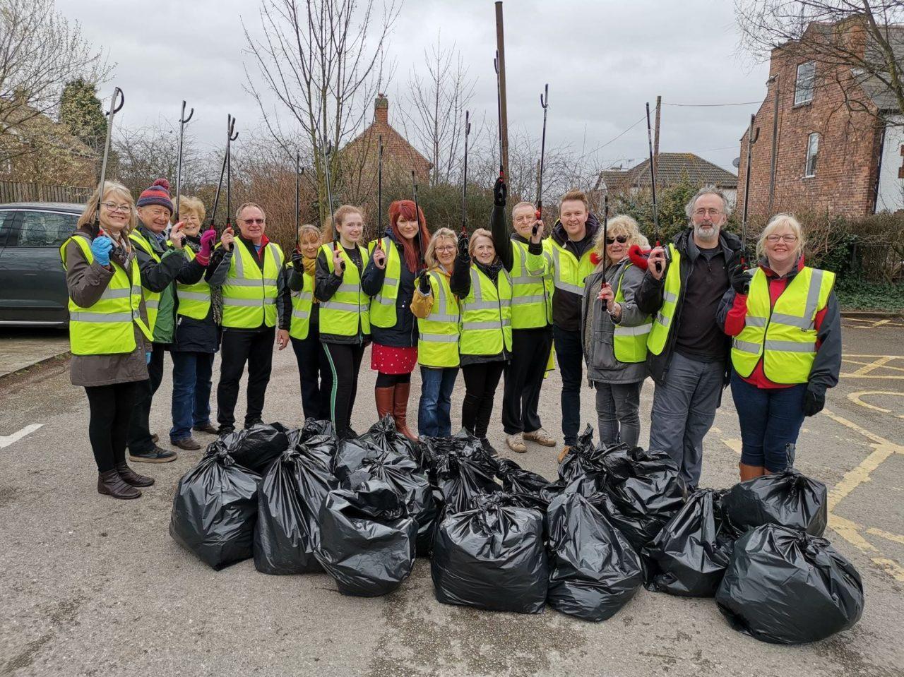 https://www.gedlingeye.co.uk/wp-content/uploads/2019/03/Redhill-responders-litter-pickers-1280x959.jpg