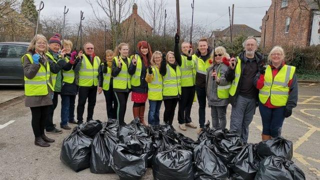 https://www.gedlingeye.co.uk/wp-content/uploads/2019/03/Redhill-responders-litter-pickers-640x360.jpg