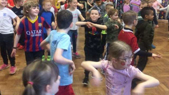 https://www.gedlingeye.co.uk/wp-content/uploads/2019/03/ernehale-infant-school-comic-relief-640x360.jpg