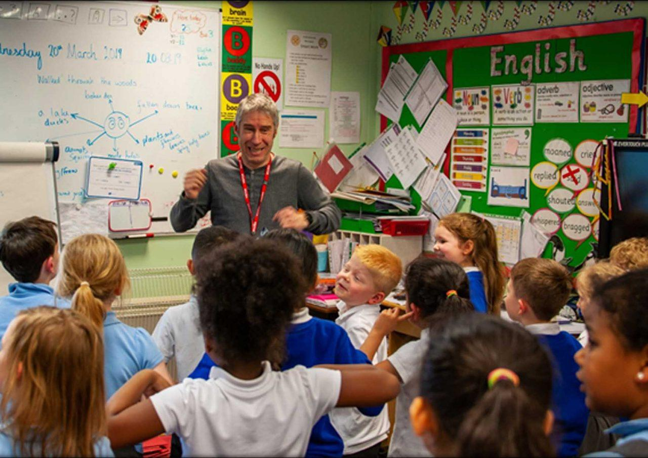 https://www.gedlingeye.co.uk/wp-content/uploads/2019/04/andy-tooze-calverton-school-visit-1280x904.jpg