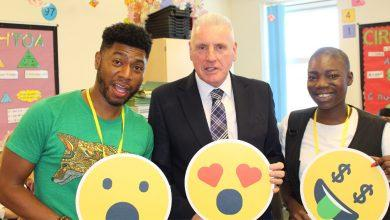 Photo of Gedling MP Vernon Coaker joins pupils at Carlton Academy for Google event which aims to make youngsters better 'digital citizens'