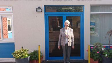 Photo of Arnold care home makes former teacher's dream come true with visit to old school in West Bridgford