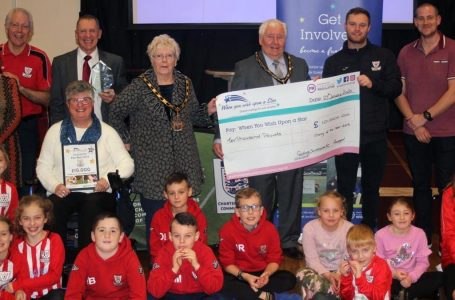 PICTURED: Represetiatives from Gedling Southbank FC hand over a cheque for £10k to Wish Upon A Star charity