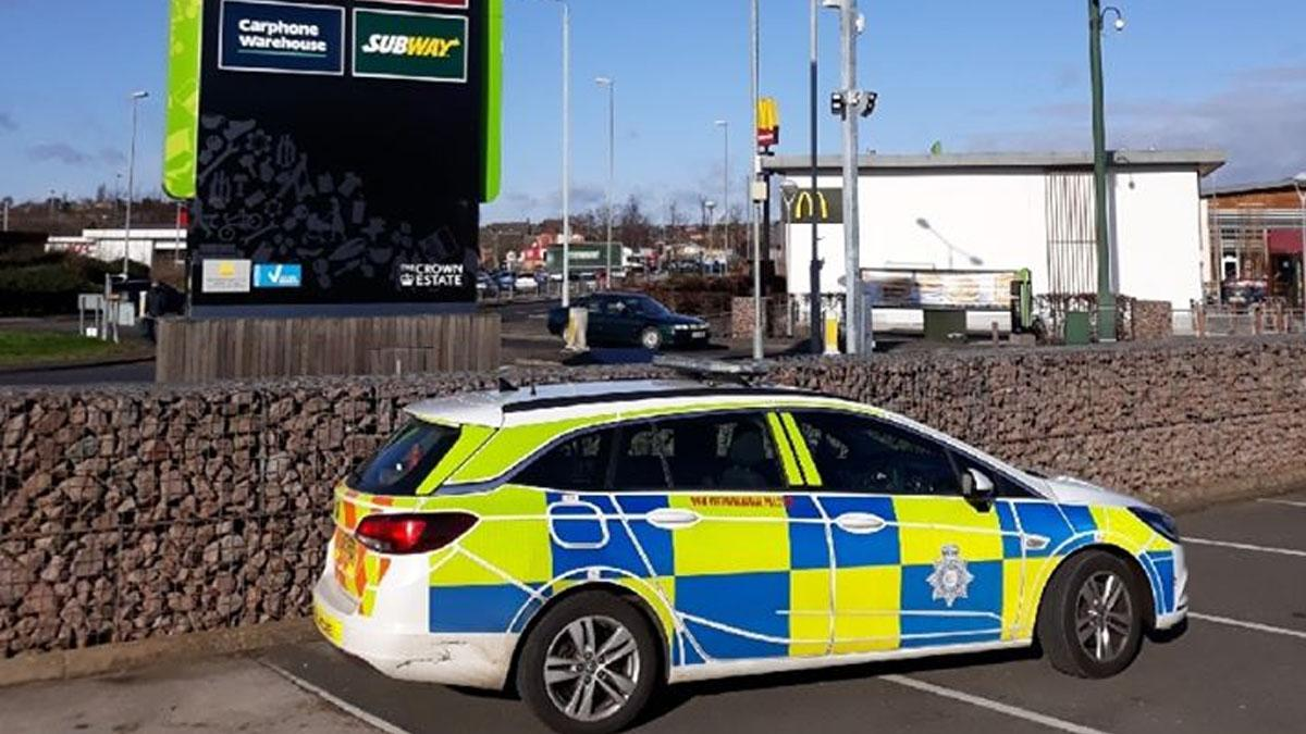 Police car at Victoria Retail Park in Netherfield