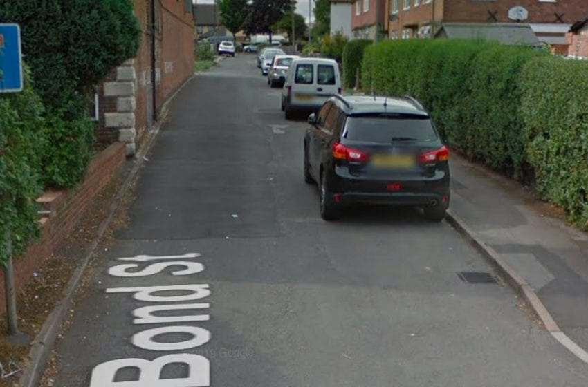 Police hunt three men after knifepoint robbery in Arnold