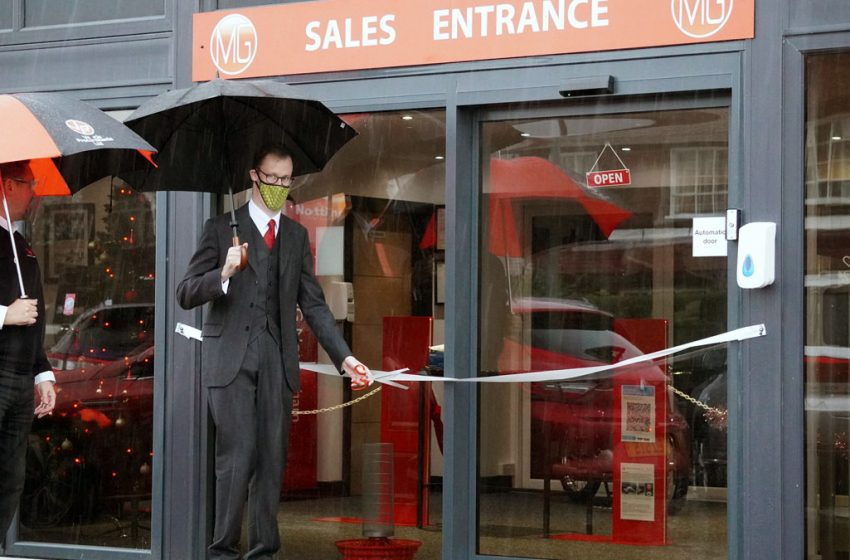 Gedling MP cuts ribbon on new Covid-secure showroom created by Mapperley car dealership