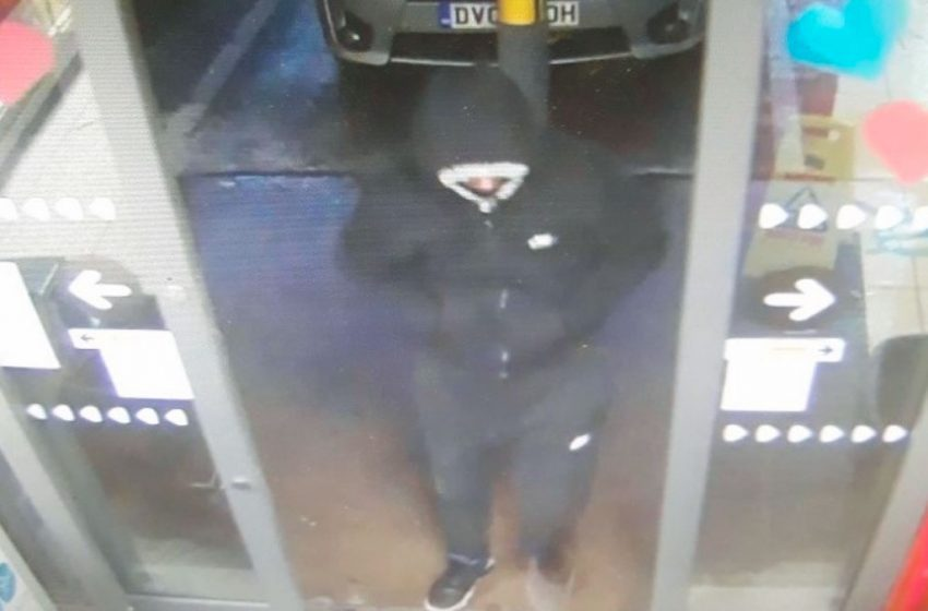Man in hooded top tries to rob petrol station in Mapperley