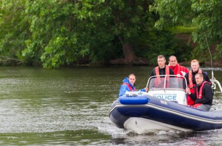 Police issue water warning after four people are caught attempting to retrieve abandoned boat from River Trent in Burton Joyce